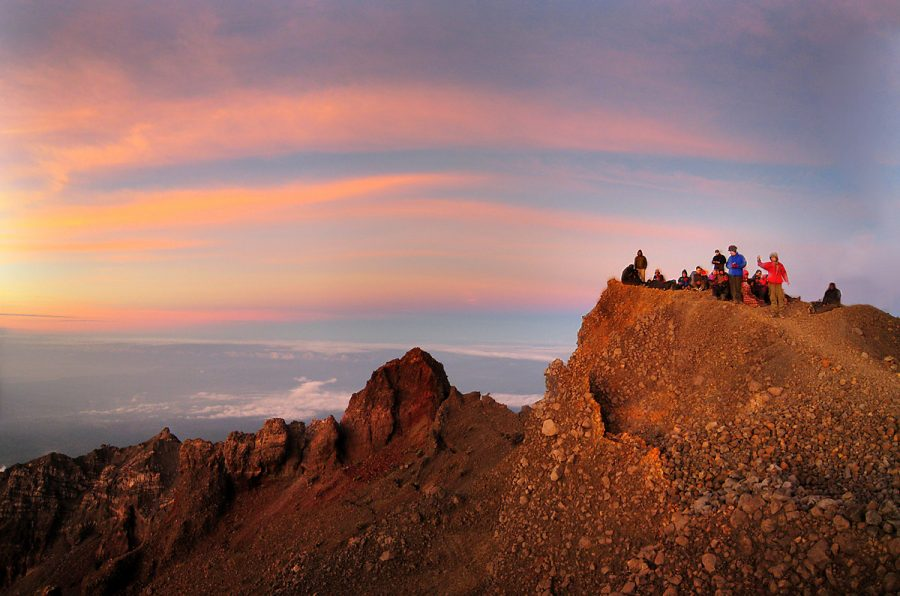Trekking Mount Rinjani package 4 days 3 night from Sembalun