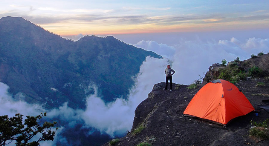 Trekking Mt Rinjani package 5 days 4 nights via Sembalun