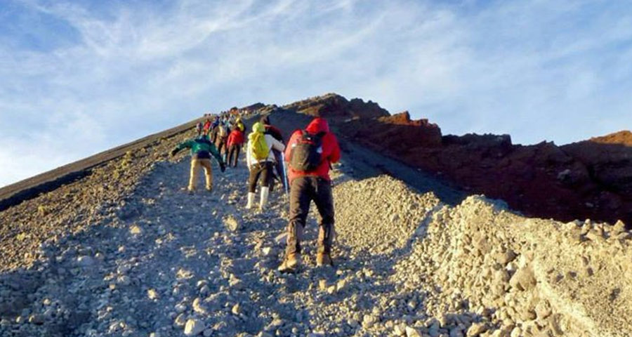 To go Summit Mount Rinjani 3726 meters