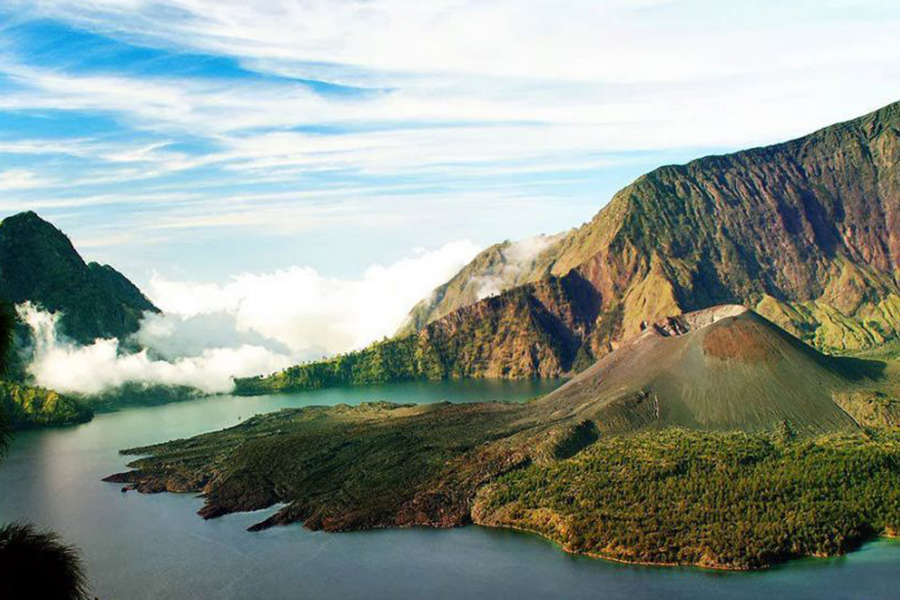 Lake Segara Anak high 2000 meters Mount Rinjani